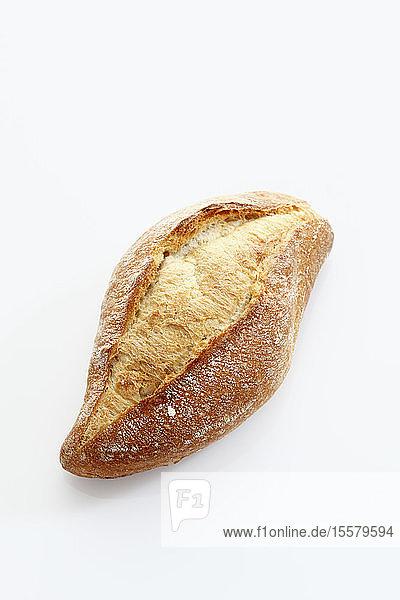 Baguette-Rolle auf weißem Hintergrund