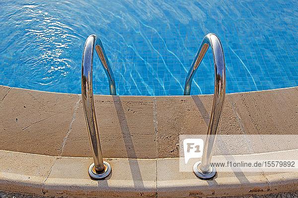 Schwimmbad-Rand