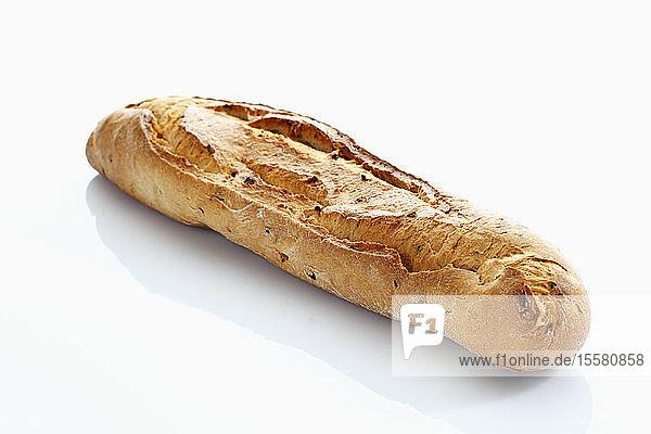 Baguette auf weißem Hintergrund  Nahaufnahme