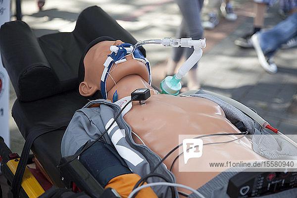 Rettungsübung  Atemschutzgerät am Dummy