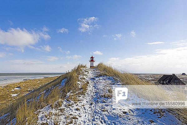 Deutschland,  Schleswig-Holstein,  Sylt,  Strand,  Düne und Leuchtturm im Winter
