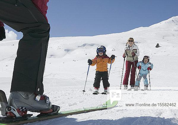 Österreich  Tirol  Familienskifahren