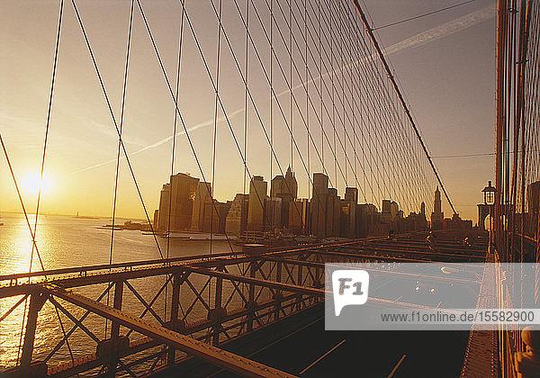 USA  New York  Manhattan  Blick auf die Brookyln-Brücke mit Stadt