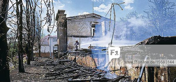Tschechien  Ansicht eines abgebrannten Hauses