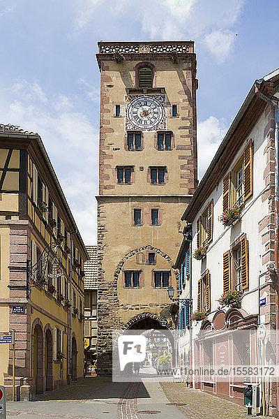 Frankreich  Elsass  Elsässische Weinstraße  Haut-Rhin  Riquewihr  Dolderturm