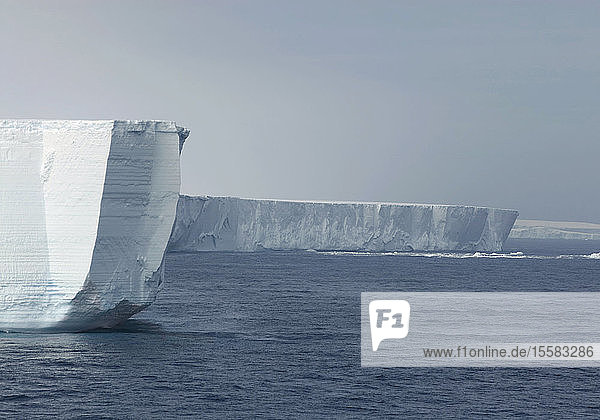 Antarktis,  Südatlantik,  Blick auf Eisberg