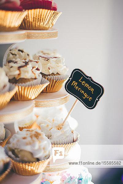 Muffins am Kuchenstand bei der Hochzeitsfeier  Detail Nahaufnahme