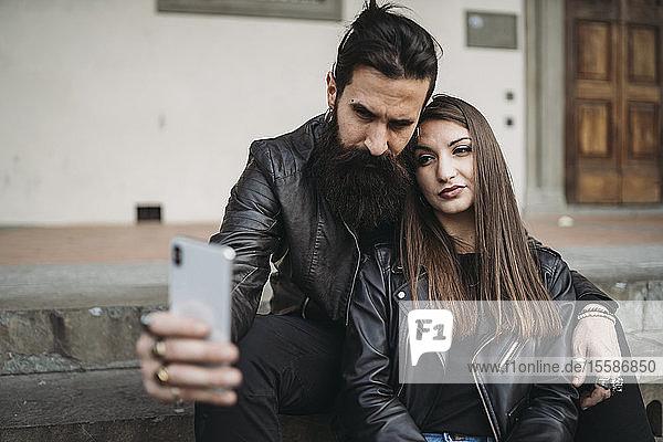 Paar  das sich selbst auf Schritte einlässt