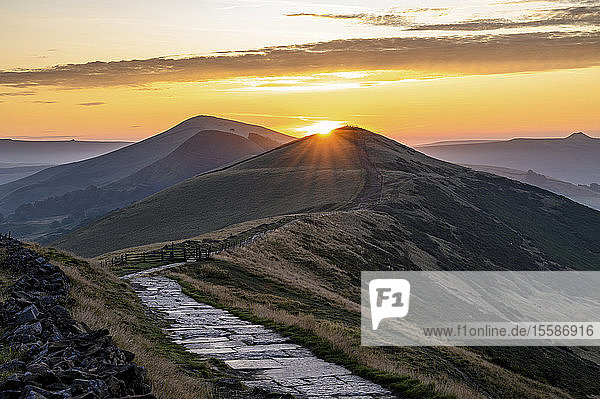 The sun rising above Lose Hill and Back Tor  The Peak District National Park  Derbyshire  England  United Kingdom