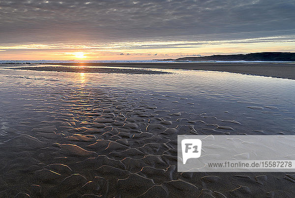 Sunset over the deserted sandy beach at Freshwater West  Pembrokeshire Coast National Park  Wales  United Kingdom
