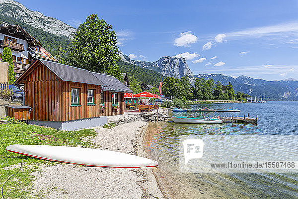 View of Grundlsee village on the shore of lake  Grundlsee  Styria  Austria