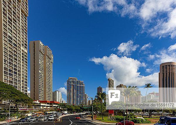 Busy roads in the tropical Hawaiian city of Honololu; Honolulu  Oahu  Hawaii  United States of America