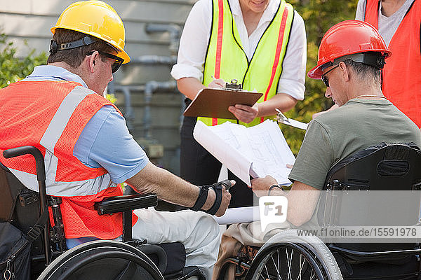Project engineers with Spinal Cord Injuries discussing data at new building site