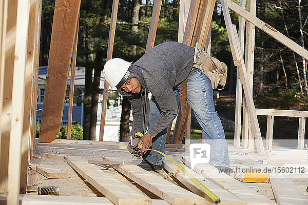 Carpenter measuring board length
