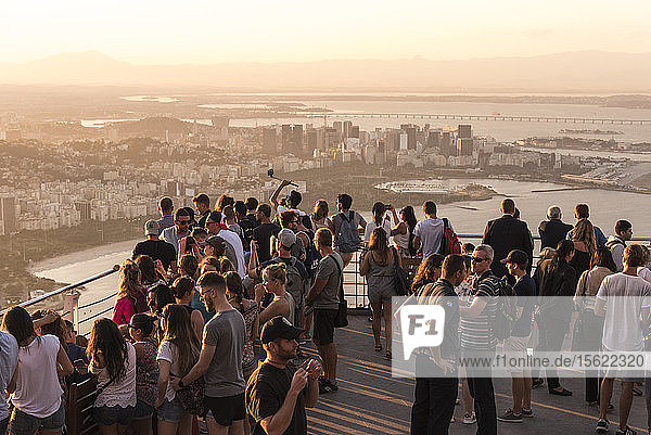View of large group of tourists onタᅠSugarloafタᅠMountain  RioタᅠdeタᅠJaneiro  Brazil