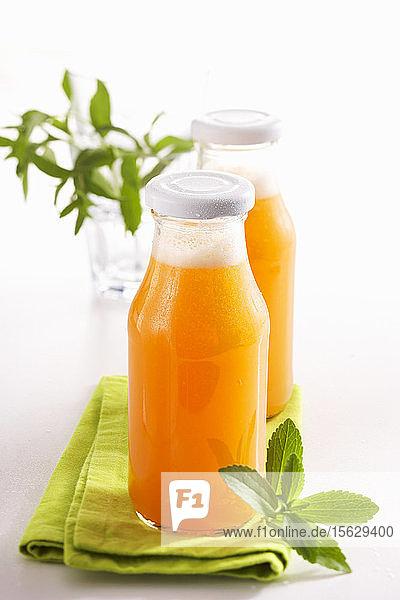 Selbstgemachte Melonenlimonade mit Stevia  Cantaloupe  Limette und Mineralwasser