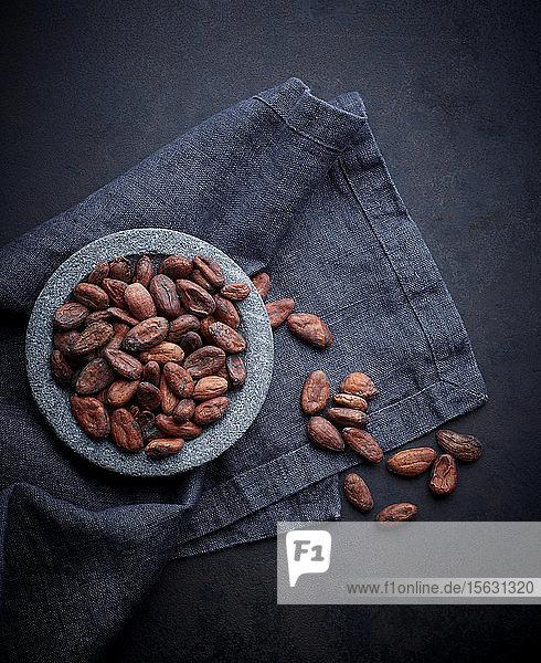 Schale mit Kakaobohnen