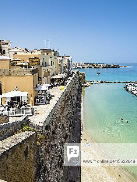 Italien  Provinz Lecce  Otranto  Küstenstadt im Sommer