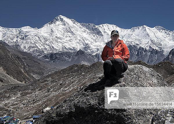 Woman sitting in the Himalayas near Gokyo lake  Solo Khumbu  Nepal