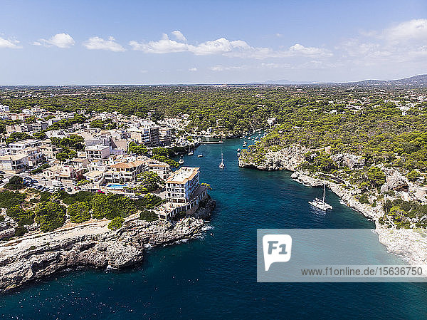 Spanien  Balearen  Mallorca  Luftaufnahme der Bucht Cala Figuera und Calo d'en Busques