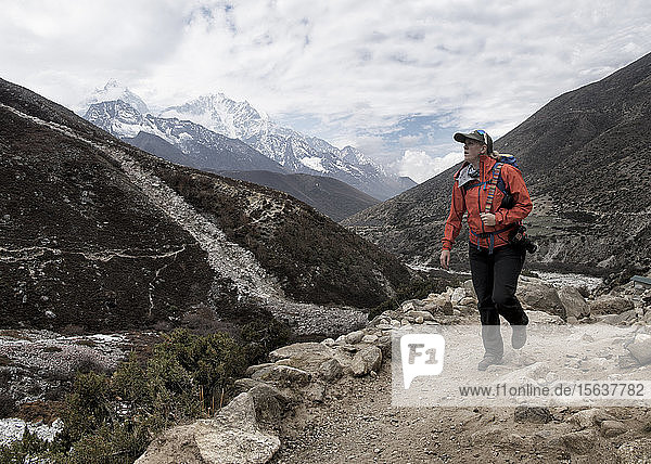 Woman hiking the Everest Base Camp trek near Dingboche  Himalayas  Solo Khumbu  Nepal