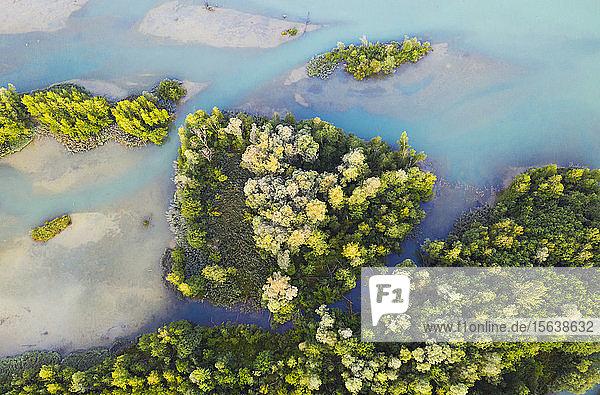 Luftaufnahme des Isarstausees bei Bad Tölz  Deutschland