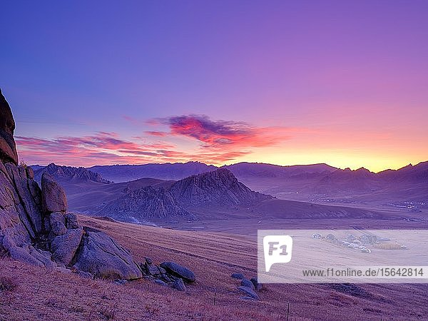 Morgendämmerung  Felsformationen im Gorchi-Tereldsch-Nationalpark  Ulan Bator  Mongolei  Asien