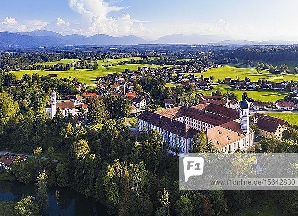 Beuerberg mit Kloster Beuerberg  bei Eurasburg  Luftbild  Tölzer Land  Oberbayern  Bayern  Deutschland  Europa