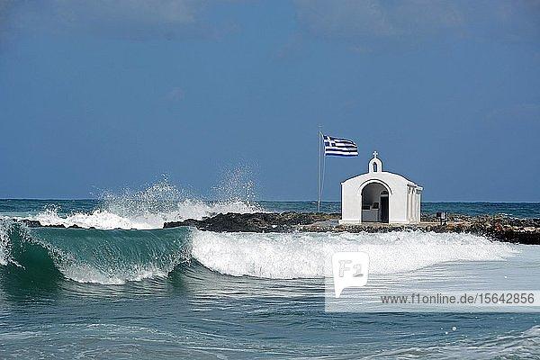 Kapelle im Meer  Agios Nikolaos  Georgioupolis  Kreta  Griechenland  Europa