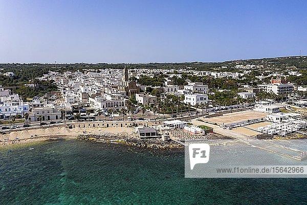 Luftaufnahme  Stadtansicht mit Strand  Santa Maria di Leuca  Provinz Lecce  Salentische Halbinsel  Apulien  Italien  Europa
