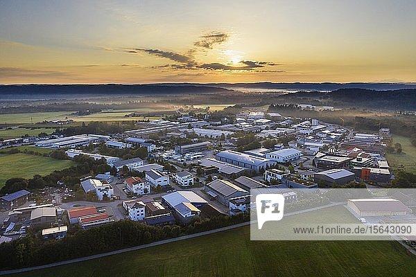 Gewerbegebiet Gelting bei Sonnenaufgang  bei Geretsried  Tölzer Land  Luftbild  Oberbayern  Bayern  Deutschland  Europa