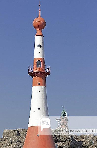Leuchtturm Unterfeuer  hinten Loschenturm  Bremerhaven  Bremen  Deutschland  Europa