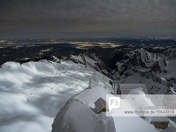 Berggasthaus Alter Säntis im Vollmondlicht  Säntis  Alpstein  Appenzell  Schweiz  Europa