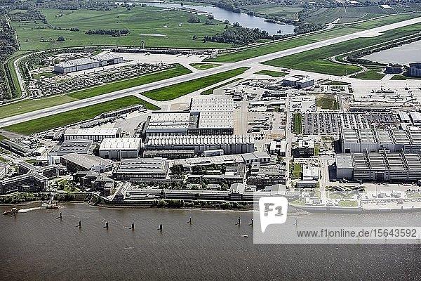 Airbus  Werksgelände mit Produktionsanlagen  Werft und Flughafen  Finkenwerder  Hamburg  Deutschland  Europa