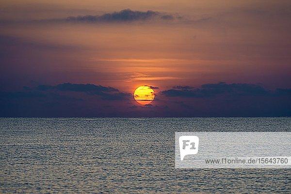 Mittelmeer  Sonnenaufgang  Korsika  Frankreich  Europa