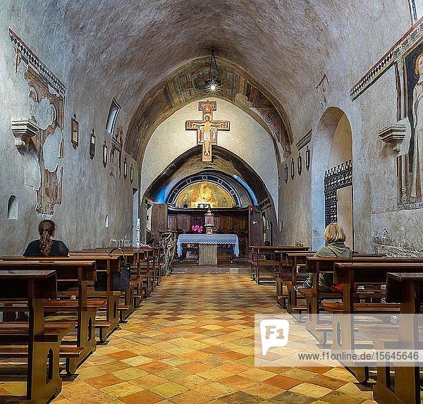 Die vom Heiligen Franziskus wieder aufgebaute Kirche San Damiano  Gedenkstätte des Heiligen Franziskus und der Heiligen Klara  Assisi  Provinz Perugia  Umbrien  Italien  Europa