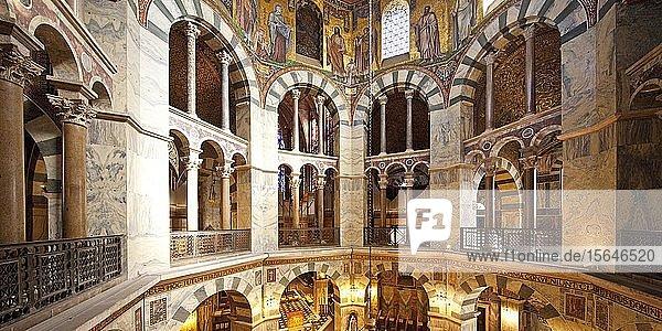 Arkaden an der Empore der Kuppel  Aachener Dom  Aachen  Nordrhein-Westfalen  Deutschland  Europa