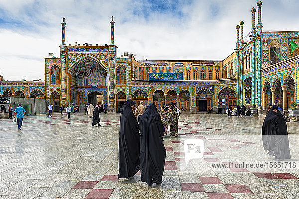 Pilgrims  Hazrat-e Masumeh  Shrine of Fatima al-Masumeh  Qom  Iran  Middle East