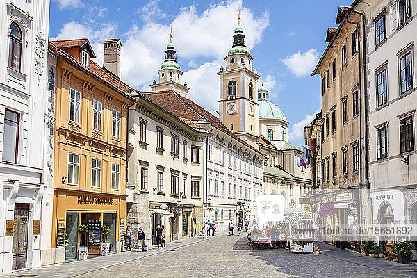 People walking towards Roman Catholic Cathedral (Ljubljana Cathedral) on Cyril Methodius Square  Old Town  Ljubljana  Slovenia  Europe