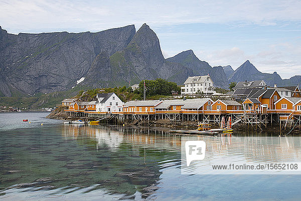 Rorbu  traditional fishing huts used for tourist accommodation in village of Reine  Moskensoya  Lofoten Islands  Norway