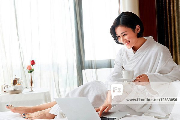 The young woman in a hotel room to use the computer