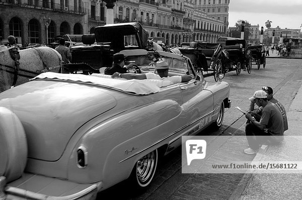 Cuba: A Buick Oldtimer in front of Capitolio in Havanna.