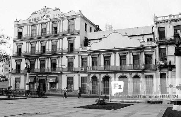 Havanna: The Partagas Tobacco Building in Havanna.
