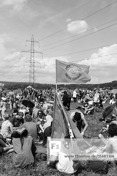 Over 20'000 people joined the anti nuclear power demonstration in Switzerlands 'atomic valley'.