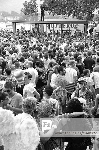 Streetparade Zürich: The Masses of peoples are a big challenge for the security peoples.