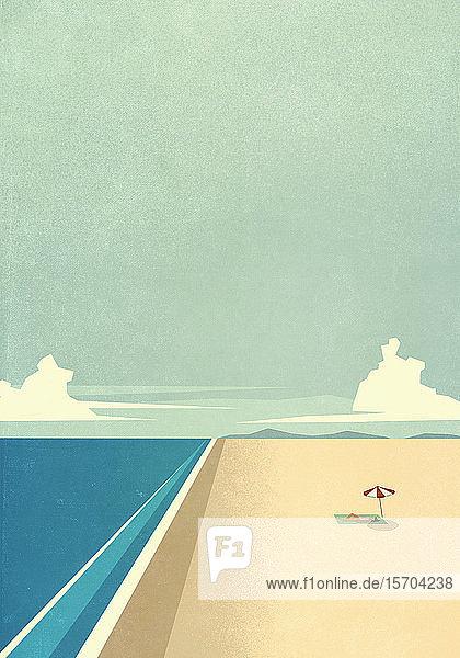 Frau beim Sonnenbaden unter einem Sonnenschirm an einem abgelegenen Meeresstrand