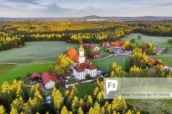Deutschland  Bayern  Oberbayern  Pfaffenwinkel  Wies  Luftaufnahme der Wallfahrtskirche von Wies zum gegeißelten Heiland