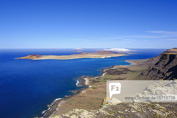 Spain  Canary Islands  Scenic view of Montana Clara islet seen from coastal cliff of La Graciosa