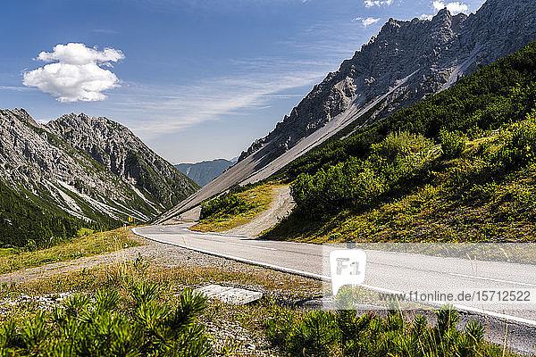 Österreich  Tirol  kurvenreiche Straße am Hahntennjoch