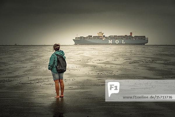 Cargo vessel  Cuxhaven  Lower Saxony  Germany  Europe